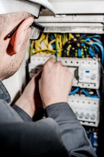 serwis instalacji elektrycznych, serwis systemów zabezpieczeń,