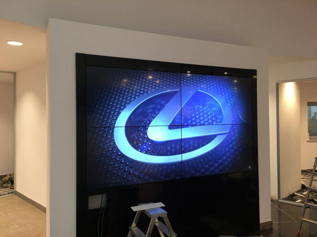 montaż systemów audio wideo, ściana telewizorów